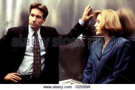 Akte X   X-Files, The   Fox Mulder (David Duchovny) und Dana Scully (Gillian Anderson) *** Local Caption *** 1993 - Stock Photo
