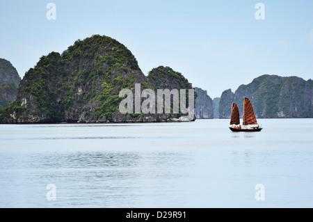Junk boat, Halong Bay, Vietnam - Stock Photo