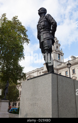 Statue of Jan Christian Smuts in Parliament Square, London. It was created by Sir Jacob Epstein and was erected - Stock Photo