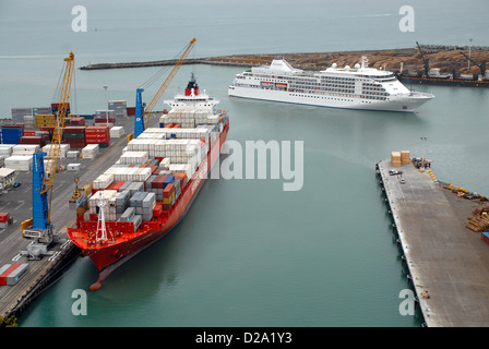 Silver Shadow arrives. Port Of Napier, New Zealand - Stock Photo