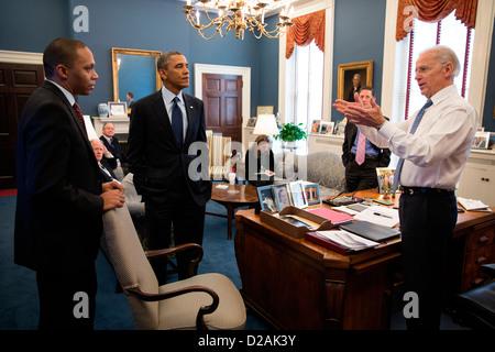 US Vice President Joe Biden talks with President Barack Obama and Rob Nabors, Assistant to the President for Legislative - Stock Photo