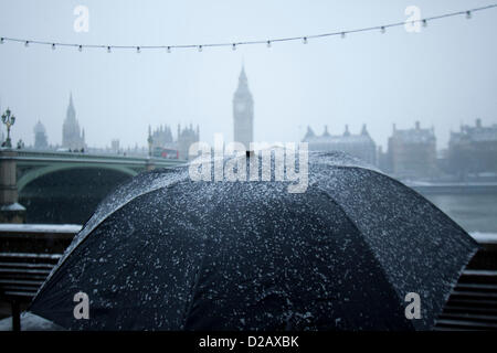 18th January 2013. London UK. Heavy snow falls on London and other parts of the united kingdom causing travel disruption - Stock Photo