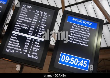 18th January 2013. Reading, Berkshire, UK. Electronic noticeboards at the town's central train station advise passengers - Stock Photo