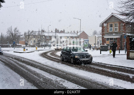 18th January 2013. Reading, Berkshire, UK. Heavy snowfall makes driving conditions difficult on roads across the - Stock Photo