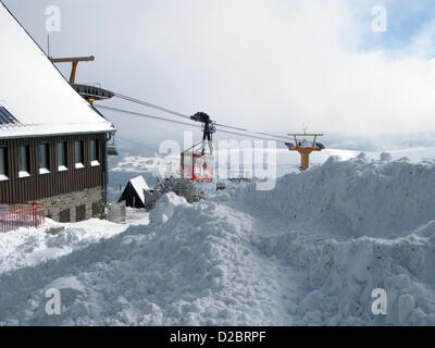 (dpa FILE) An archive picture, dated 7 March 2010, shows the monorail in operation on the snow-covered Fichtelberg - Stock Photo