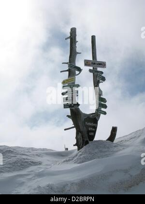 (dpa FILES) An archive picture, dated 7 March 2010, shows a signpost for hikers standing on the snow-covered Fichtelberg - Stock Photo