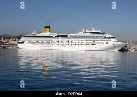 """Costa Cruise Lines Cruise Ship """"Costa Pacifica"""" - on berth preparing for departure in the Port of Palma de Mallorca - Stock Photo"""