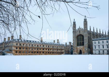 Cambridge, UK. 21st January, 2013. King's College Chapel emerges from the snow in Cambridge. Further snow fell overnight - Stock Photo