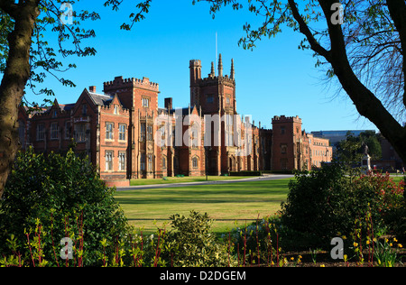 The Lanyon Building, part of Queen's University in Belfast, framed by surrounding trees and gardens - Stock Photo