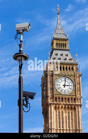 CCTV security cameras mounted on a lamp post in Westminster with Big Ben in the background. - Stock Photo