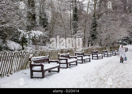 London, UK. 21st January 2013. Waterlow Park, North London, covered in snow, as the freezing temperatures continue - Stock Photo