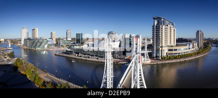 Lowry Outlet mall and Lowry Theatre Salford Quays part of the Media City UK complex - Stock Photo