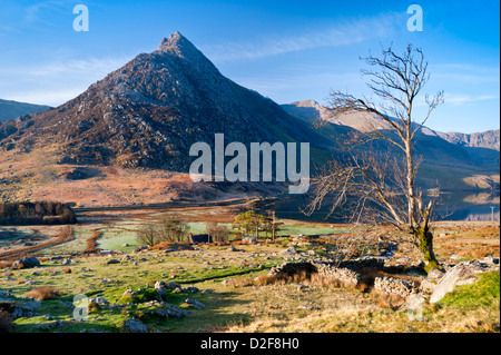 Early Morning Light on Tryfan and Llyn Ogwen, Snowdonia National Park, North Wales, UK - Stock Photo