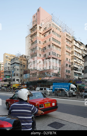 Hong Kong, China, eingeruestetes with bamboo poles residential buildings in Sham Shui Po - Stock Photo