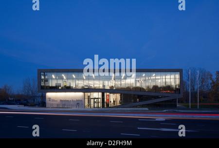 La Bibliothèque St Eustache, St Eustache, Canada. Architect: ACDF*, 2012. Dusk front elevation. - Stock Photo