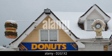 Donut, doughnut and beefburger signs, Hastings - Stock Photo