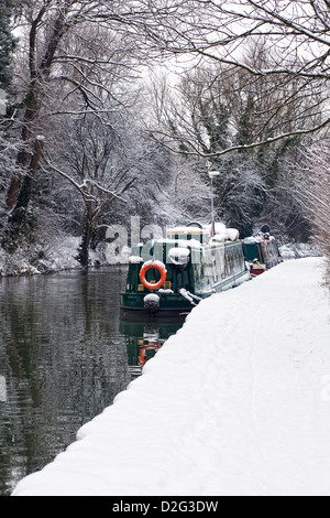 Narrowboats on The Oxford Canal at Banbury in Winter, Oxfordshire. - Stock Photo