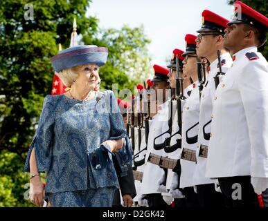 Queen Beatrix of the Netherlands is welcomed at the Istana Palace in Singapore, Singapore, 24 January 2013. The - Stock Photo