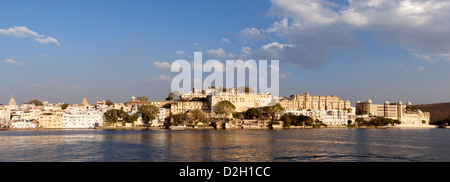 India, Rajasthan, Udaipur Panoramic view of City Palace and Lake Pichola - Stock Photo