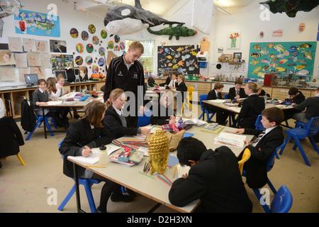 An art lesson at Pates Grammar School in Cheltenham, Gloucestershire UK - Stock Photo