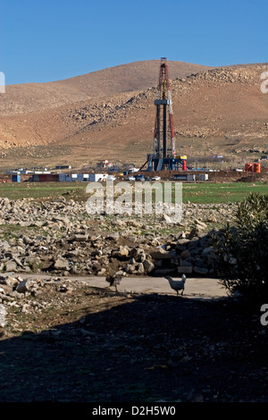Onshore oil and gas exploration site with rig platform  and derrick during drilling. Iraqi Kurdistan, Northern Iraq - Stock Photo
