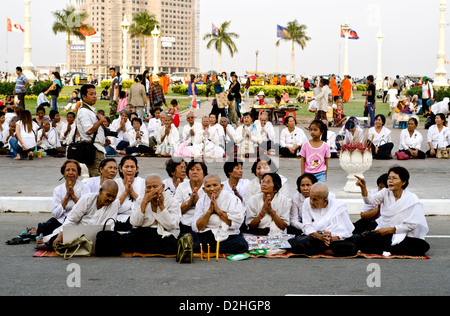 People mourn the late king Norodom Sihanuk of Cambodia - Stock Photo