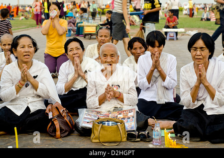 People mourn the late king Norodom Sihanuk of Cambodia, Phnom Penh - Stock Photo