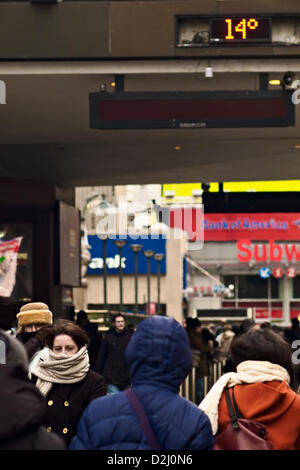 New York, USA. 25th January 2013.   A temperature gauge outside Pennsylvania Station reads 14 degrees Fahrenheit - Stock Photo