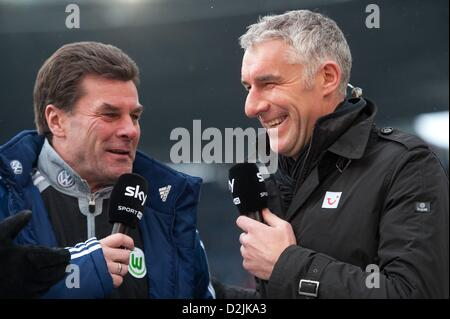 Hannover, Germany. 26th January 2013. Hannover's head coach Mirko Slomka (R) and Wolfsburg's head coach Dieter Hecking - Stock Photo