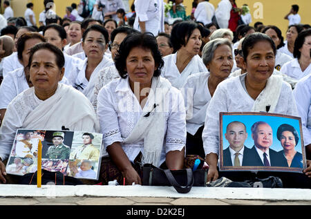 Phnom Penh, Cambodia. 26th Jan, 2013. Women gather in front of Phnom Penh's Royal Palace on,Saturday,January  26. - Stock Photo