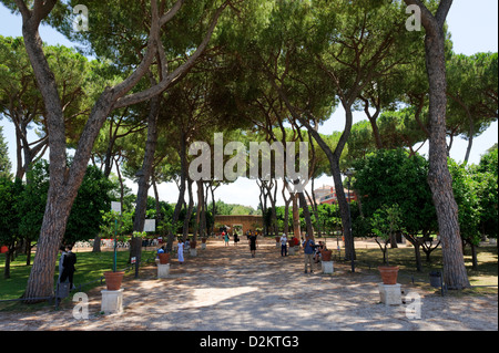 Aventino. Rome. Tourists walking through the shady oasis Giardino degli Aranci, a small romantic park on Aventine - Stock Photo
