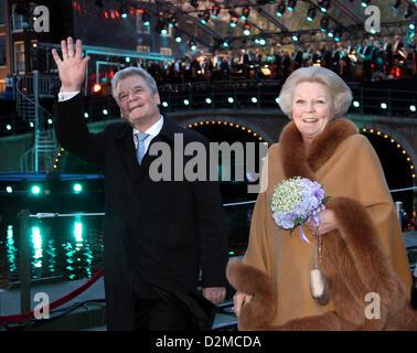 QUEEN BEATRIX OF THE NETHERLANDS ABDICATION FILE PIX: Queen BEATRIX OF THE NETHERLANDS of The  and german president - Stock Photo