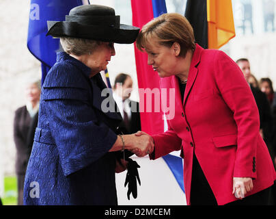 QUEEN BEATRIX OF THE NETHERLANDS ABDICATION FILE PIX: Queen BEATRIX OF THE NETHERLANDS and german chancellor Angela - Stock Photo