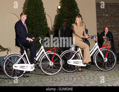 QUEEN BEATRIX OF THE NETHERLANDS ABDICATION FILE PIX: Crown Prince Willem-Alexander and Crown Princess Maxima of - Stock Photo