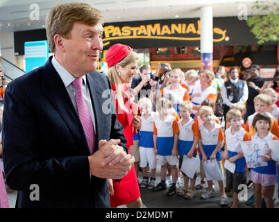 QUEEN BEATRIX OF THE NETHERLANDS ABDICATION FILE PIX: Dutch Prince Willem-Alexander and Princess Maxima visit the - Stock Photo