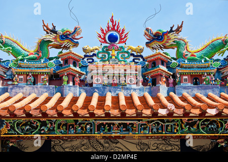 Dragon statues in Chinese style on top of temple roof - Stock Photo