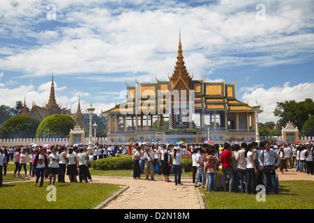 Crowds mourning the late King Sihanouk outside Chan Chaya Pavilion, Phnom Penh, Cambodia, Indochina, Southeast Asia, - Stock Photo