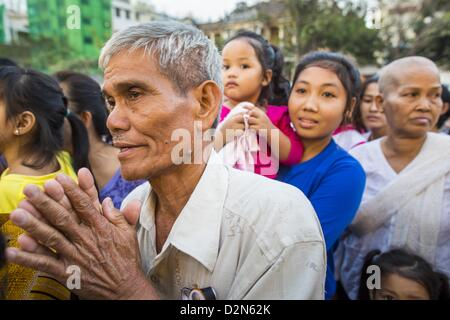 Jan. 29, 2013 - Phnom Penh, Cambodia - Mourners gather in front of the Royal Palace during the mourning period for - Stock Photo