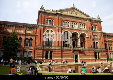Victoria and Albert Museum (V&A), South Kensington, London, England, United Kingdom, Europe - Stock Photo