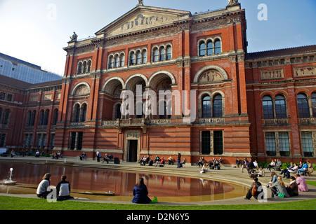 John Madejski Garden, Victoria and Albert Museum, South Kensington, London, England, United Kingdom, Europe - Stock Photo