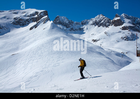 Skiing on the pistes above Zurs, Arlberg, Austria. - Stock Photo