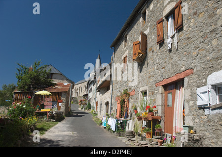 HOUSES CHALIERS HILLTOP VILLAGE CANTAL AUVERGNE FRANCE - Stock Photo