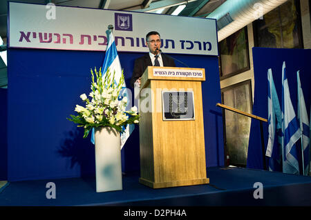 Incumbent Minister of Education in outgoing government, Gideon Saar, representing Likud-Beitenu, briefs the press - Stock Photo