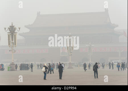 Beijing, China. 29th January 2013. Tiananmen tower enveloped by the heavy fog and haze in Jan 29, 2013. With the - Stock Photo