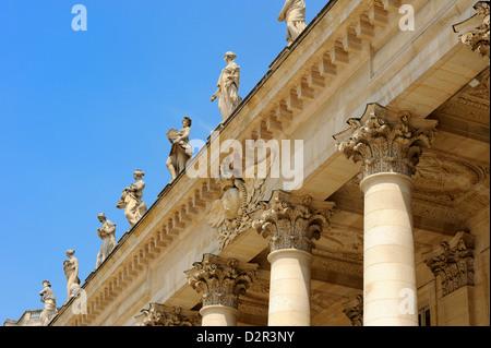 Corinthian style columns and statues adorning Le Grand Theatre, Place de la Comedie, Bordeaux, Gironde, Aquitaine, - Stock Photo