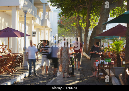 People walking past cafes in the grounds of Forte de Copacabana (Copacabana Fort), Copacabana, Rio de Janeiro, Brazil - Stock Photo