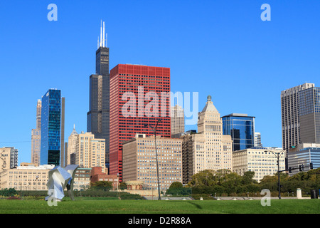 Tall buildings including the Willis Tower, formerly the Sears Tower from Grant Park, Chicago, Illinois, USA - Stock Photo
