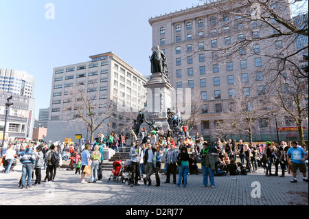 Crowd gathered around the monument of King Edward VII during the St Patrick's day parade in downtown Montreal, Quebec, - Stock Photo