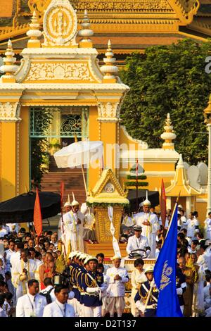 Phnom Penh, Cambodia. 1st February 2013.  The coffin bearing former King Norodom Sihanouk leaves the Royal Palace - Stock Photo
