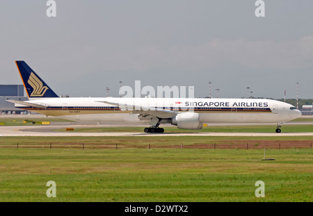 Singapore Airlines, Boeing 777-300 - Stock Photo